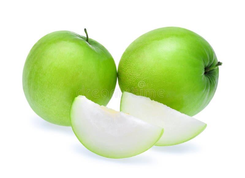 Зеленое свежее яблоко обезьяны при куски изолированные на белом backgroun стоковое изображение rf