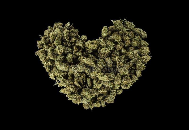 Зеленое сердце сделанное из марихуаны стоковые фотографии rf