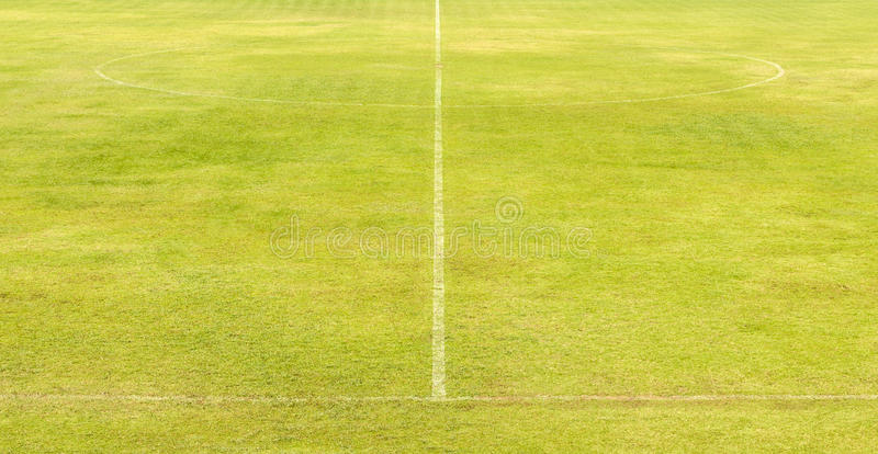 Зеленое футбольное поле стоковое изображение