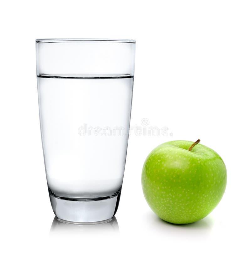 Зеленые капсулы яблока и пилюлек на белой предпосылке стоковая фотография rf