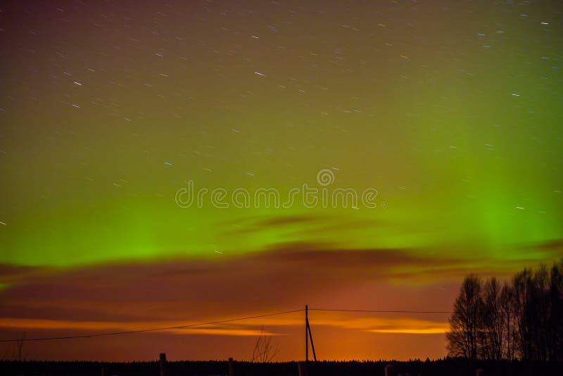 Зеленые пламена и следы звезды стоковые фотографии rf