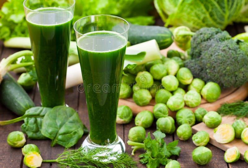 Зеленые smoothies шпината стоковое фото rf