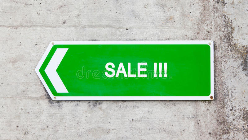 Зеленый знак - продажа стоковое изображение