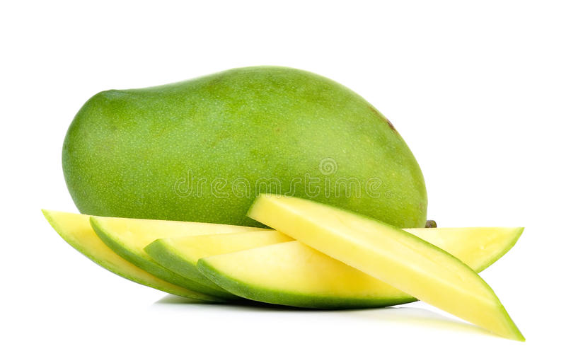 Зеленый манго изолированный на белой предпосылке стоковое фото