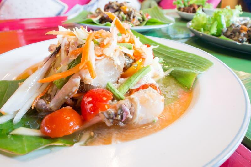 Зеленый салат папапайи с крабом, едой somtum тайской стоковое фото