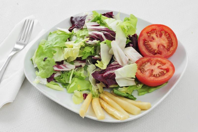 Download Зеленый салат стоковое изображение. изображение насчитывающей кулинария - 33727857