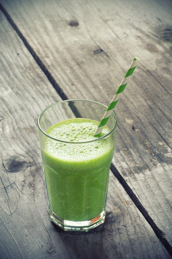 Зеленый свежий здоровый smoothie стоковое изображение