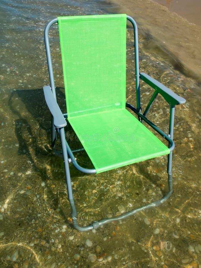 Зеленый складывая стул лагеря стоковое изображение rf