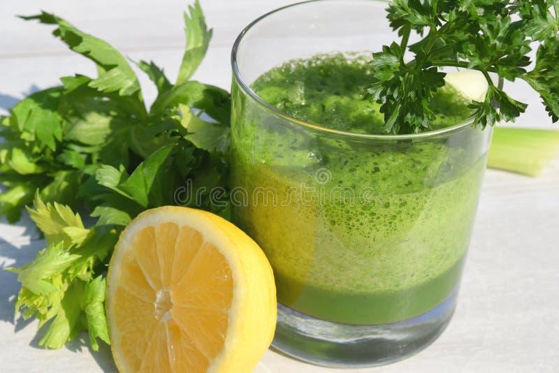 Зеленый сок вытрезвителя стоковые изображения rf
