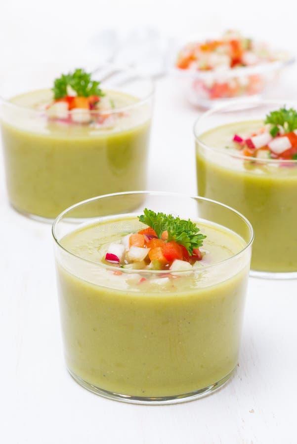 Download Зеленый суп с свежими овощами Стоковое Фото - изображение насчитывающей питание, братьев: 40590732