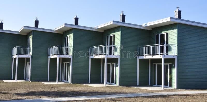 Зеленый террасный дом стоковое изображение
