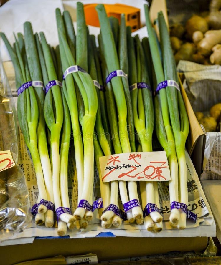 Зеленый лук-порей в рынке стоковая фотография