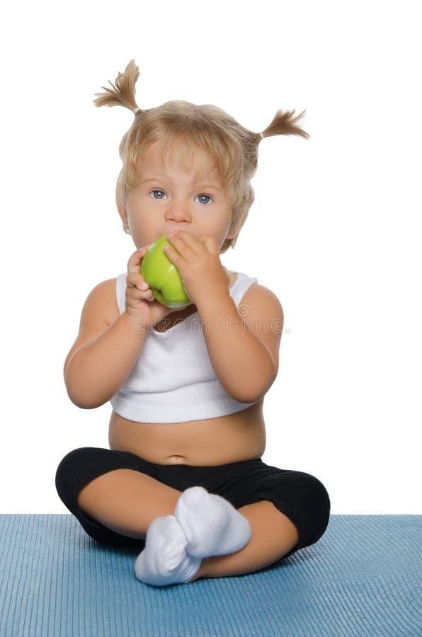зеленый цвет девушки яблока немногая стоковое фото