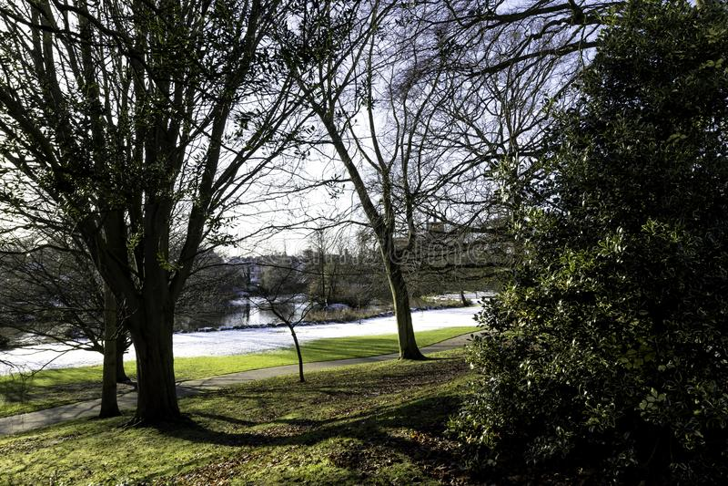 Зима в королевском курорте Leamington - насосном отделении/садах Jephson стоковые изображения