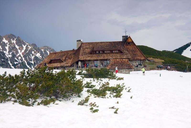 Зима в долине 5 озер в высоких горах Tatra стоковая фотография rf