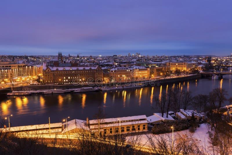 Зима в Праге - мостах на реке Влтавы стоковая фотография