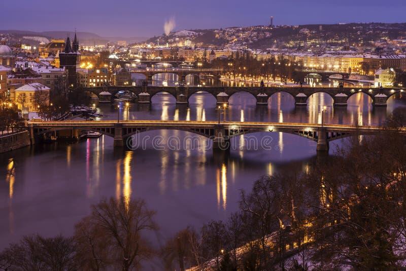 Зима в Праге - мостах на реке Влтавы стоковое фото