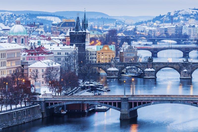 Зима в Праге - мостах на реке Влтавы стоковое фото rf