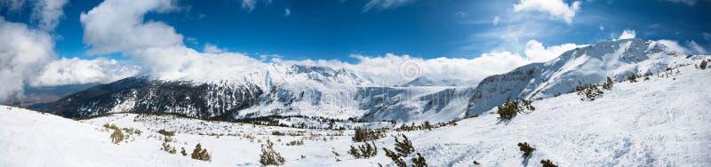 зима гор ландшафта Болгарии bansko стоковое изображение rf