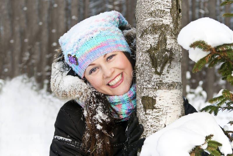 зима девушки пущи стоковая фотография