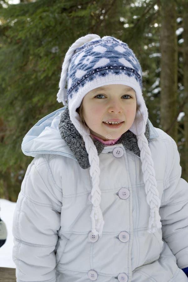 Download зима девушки стоковое изображение. изображение насчитывающей глаза - 481217