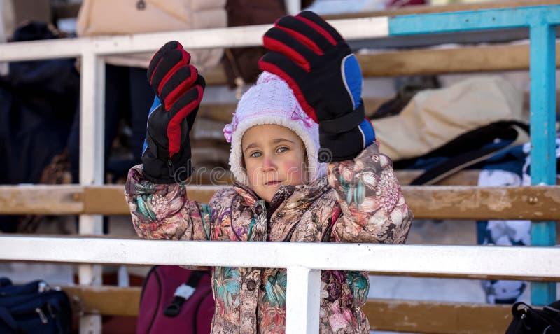 Зима катка маленькой девочки стоковое изображение rf