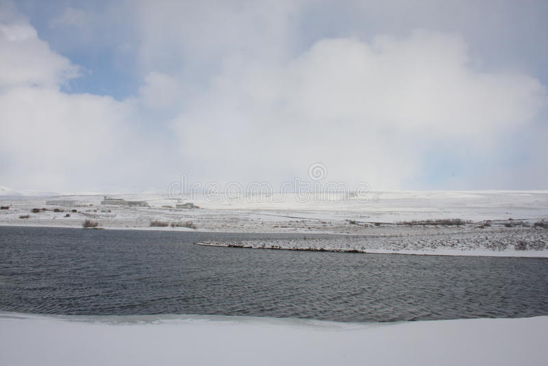 Зима на озерах Kaldbakur. стоковое изображение