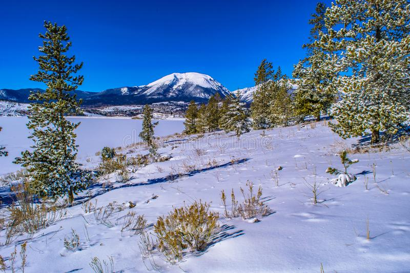 Зима на озере в Breckenridge, Колорадо стоковая фотография rf