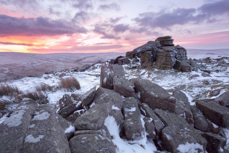Зима на скалистой вершине Dartmoor belstone стоковое фото
