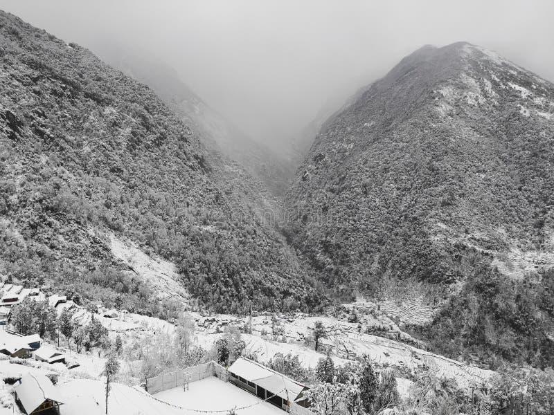 Зима на Annapurna южном, захватывающий взгляд от Kalpana стоковое изображение rf