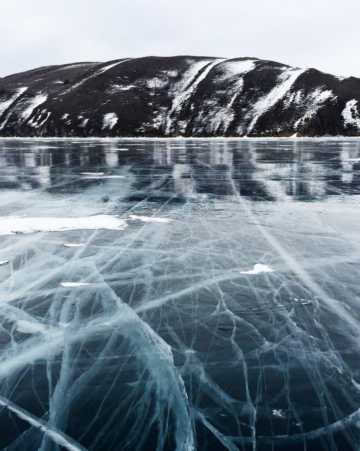 зима озера льда baikal плавя стоковое изображение