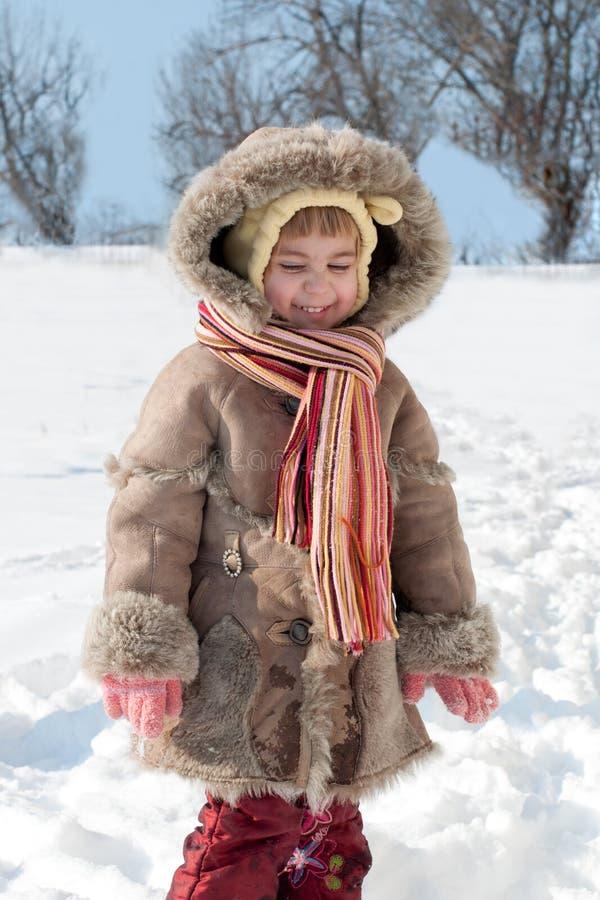 зима портрета девушки немного outdoors стоковая фотография
