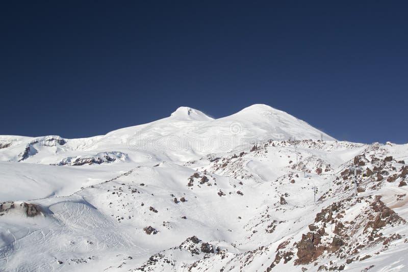 зима следа snowboard снежка лыжи пейзажа России курорта горы kabardino elbrus caucasus balkaria свежая стоковая фотография
