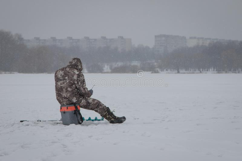 Зима удя на море Шатры, снег, море стоковые изображения rf