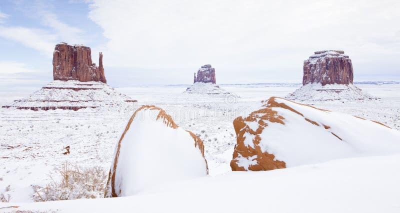 зима Mittens и Butte Merrick, долина национальный p памятника стоковое изображение rf