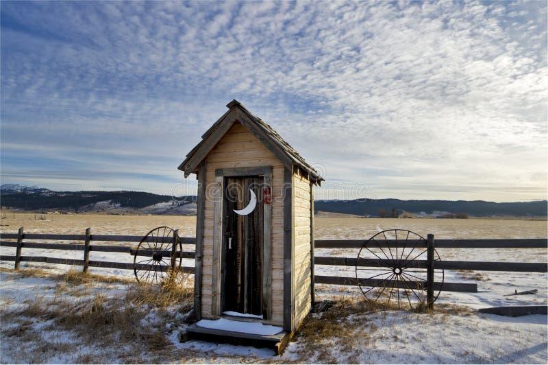 зима outhouse стоковые фото