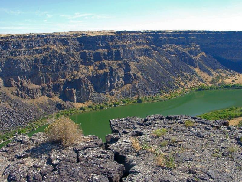 змейка реки каньона