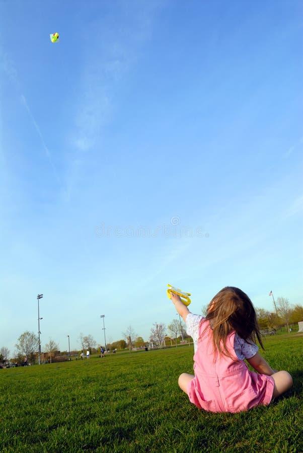 змей девушки летания немногая стоковое фото rf