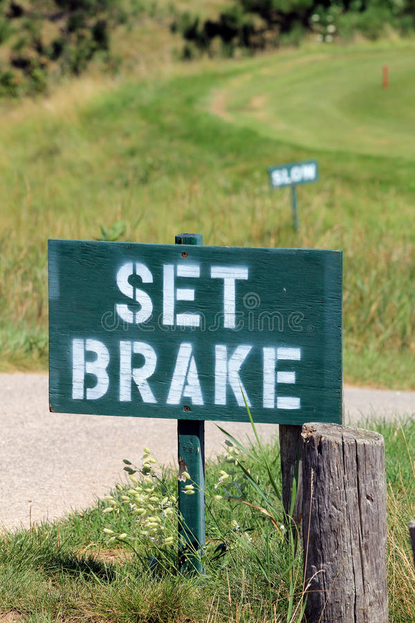 знаки гольфа тормоза установленные замедляют стоковые изображения