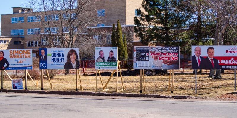 Знаки избрания политических партий на захолустное избрание 2019 в Остро стоковое изображение rf