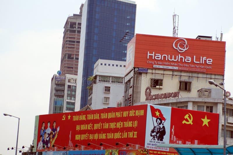Знаки на главной дороге во Вьетнаме стоковое фото