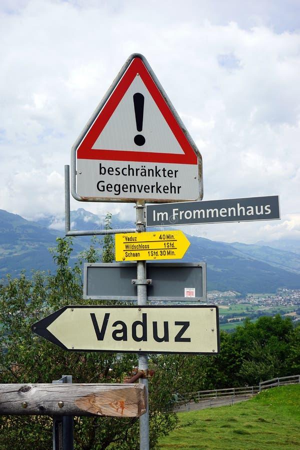 Знаки на дороге стоковые фотографии rf