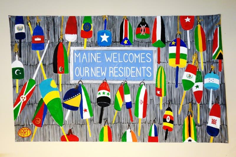 Знаки приветствуя политических беженцев в Соединенных Штатах в Портленде, Мейне стоковая фотография rf