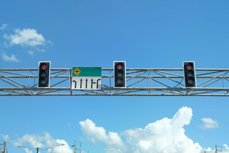 Знаки уличного движения красного света в Таиланде стоковые изображения rf