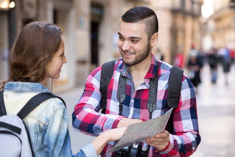 Знакомец на улице стоковая фотография rf