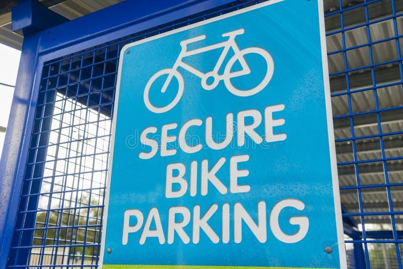 Знак автостоянки велосипеда стоковая фотография