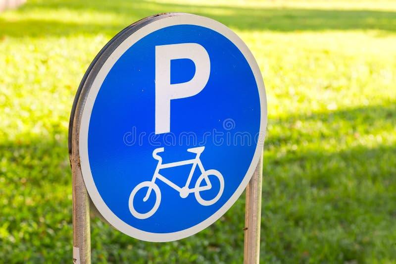 Знак автостоянки велосипеда стоковое изображение rf