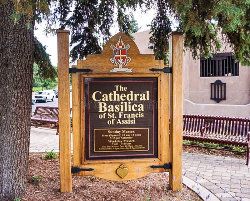Знак базилики собора Св.а Франциск Св. Франциск Assisi в Санта-Фе, новый m стоковая фотография rf