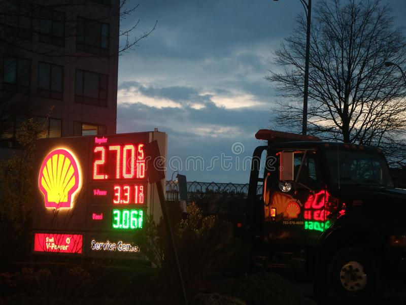Знак бензоколонки раковины стоковые изображения rf