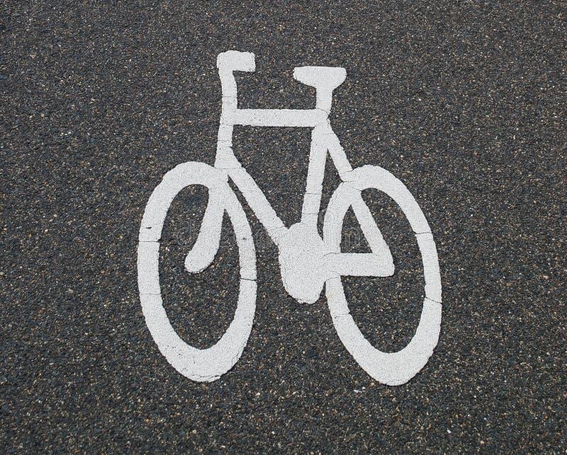 Знак велосипеда на дороге стоковое фото rf